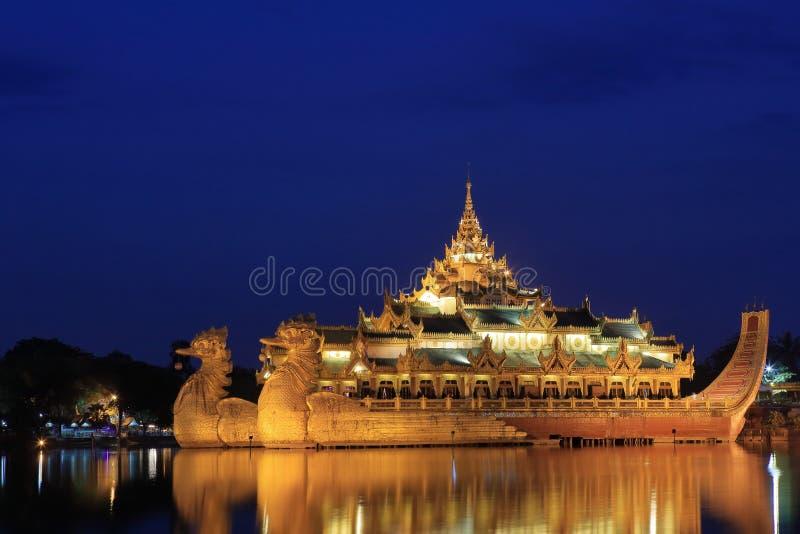 El palacio de Karaweik de Rangon foto de archivo libre de regalías