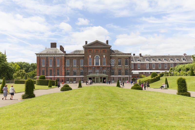 El palacio de kensington fij en los jardines de for Jardines de kensington