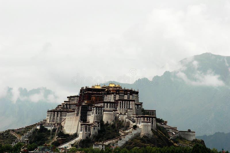 El palacio de Potala en Lhasa, Tíbet imagenes de archivo