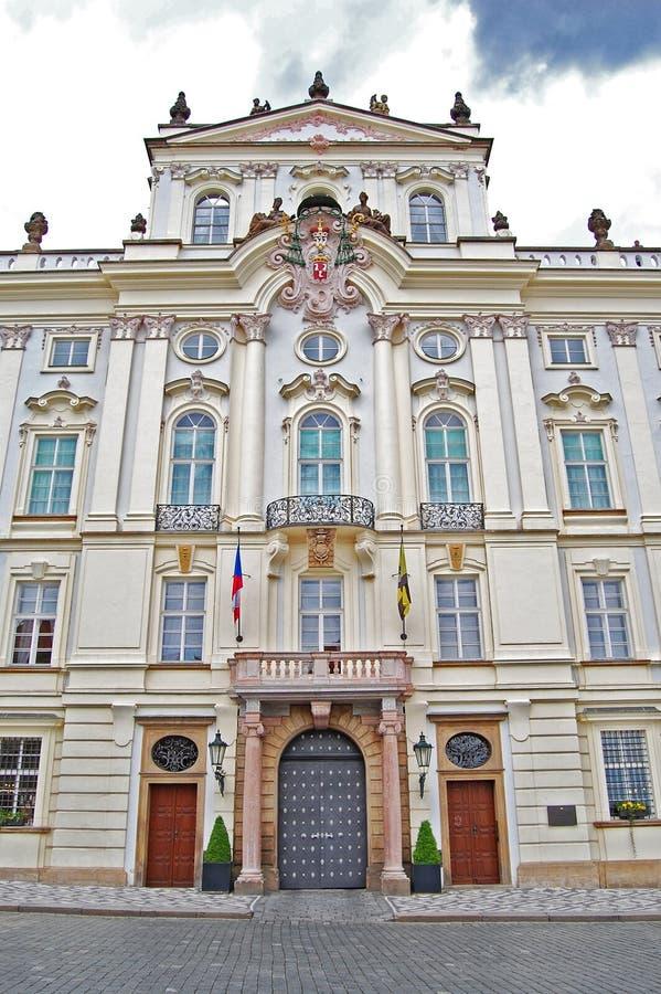 El palacio del arzobispo en Praga Primavera fotos de archivo libres de regalías