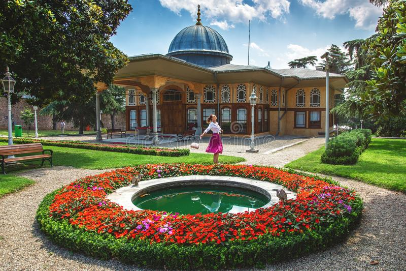 El palacio del kavak de Aynal situado a lo largo del cuerno de oro, es uno los palacios imperiales más hermosos de Ottoman de Est fotos de archivo