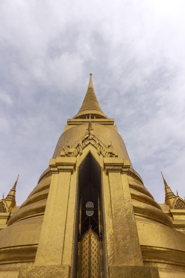 El palacio magnífico, en el corazón de Bangkok, su construcción comenzó 1782, en la orden de rey Phutthayotfa Chulalok tailandia fotografía de archivo