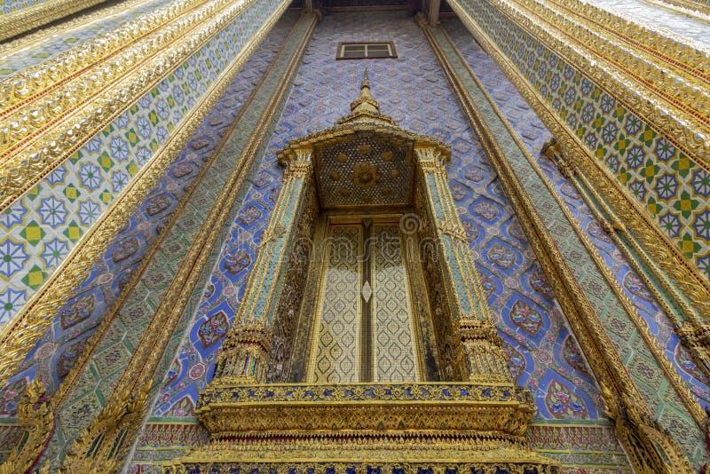 El palacio magnífico, en el corazón de Bangkok, su construcción comenzó 1782, en la orden de rey Phutthayotfa Chulalok tailandia fotos de archivo