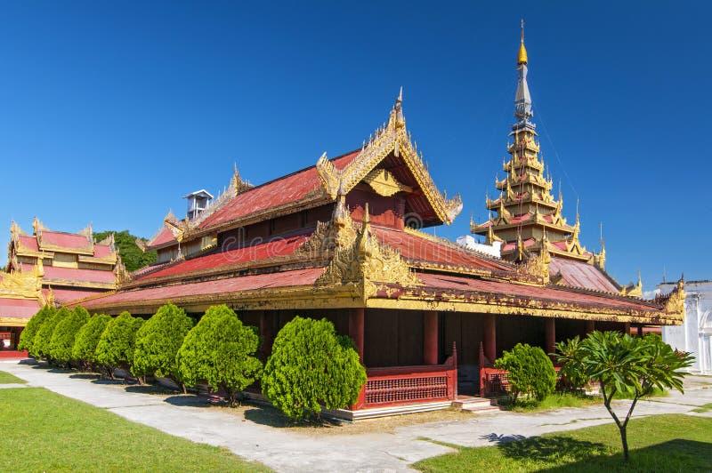 El Palacio Mandalay, ubicado en Mandalay, Myanmar, es el último palacio real de la última monarquía birmana fotos de archivo