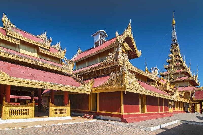 El Palacio Mandalay, ubicado en Mandalay, Myanmar, es el último palacio real de la última monarquía birmana imagen de archivo