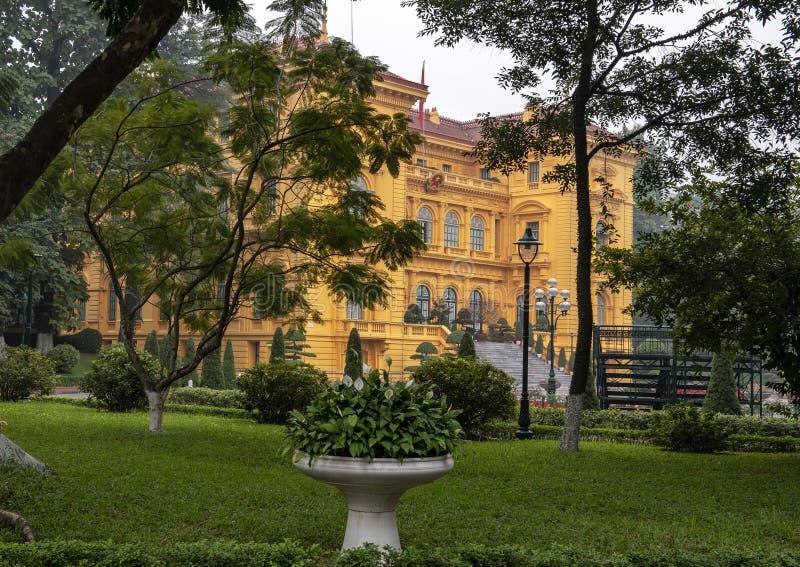 El palacio presidencial de Vietnam, situado en la ciudad de Hanoi, fue construido entre 1900 y 1906 para contener la Gobernador-G foto de archivo