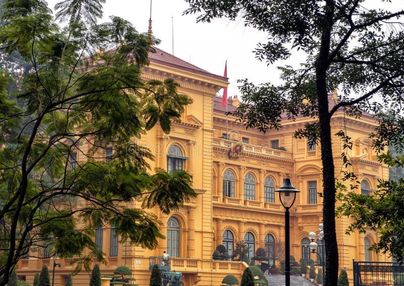 El palacio presidencial de Vietnam, situado en la ciudad de Hanoi, fue construido entre 1900 y 1906 para contener la Gobernador-G imágenes de archivo libres de regalías