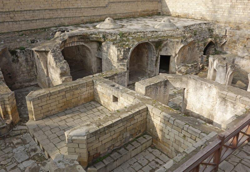 El palacio Shirvanshah, arruina de casa de baños en la ciudad vieja Icheri Sheher de Baku, Azerbaijan foto de archivo libre de regalías
