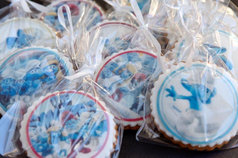 El pan de jengibre del diseño de Smurf heló las galletas fotografía de archivo libre de regalías