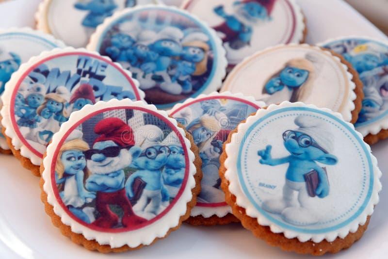 El pan de jengibre del diseño de Smurf heló las galletas fotos de archivo libres de regalías