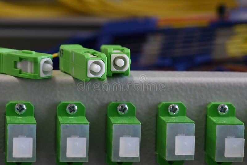 El panel de distribución de fibra óptica de la comunicación foto de archivo