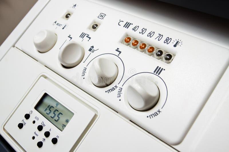 El panel de la caldera de calefacción central imagenes de archivo