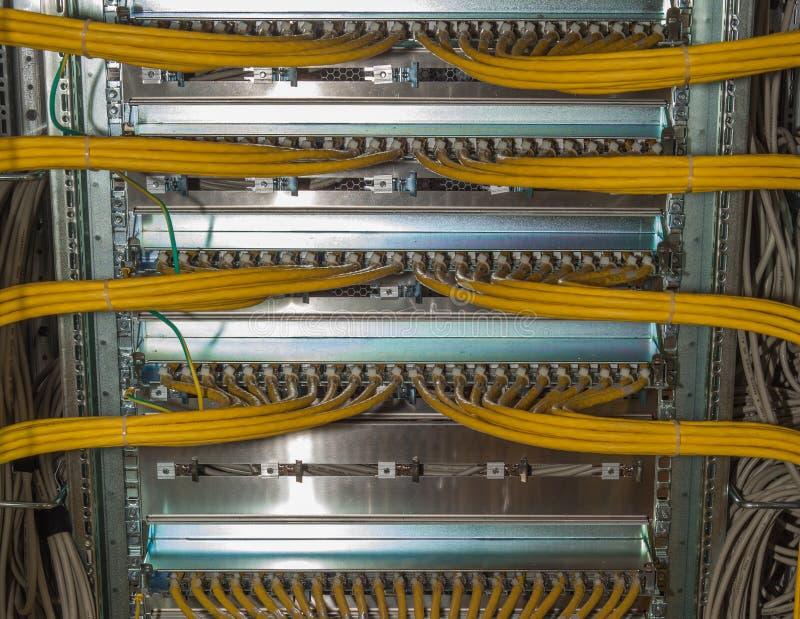 El panel de remiendo en un centro de datos imagenes de archivo