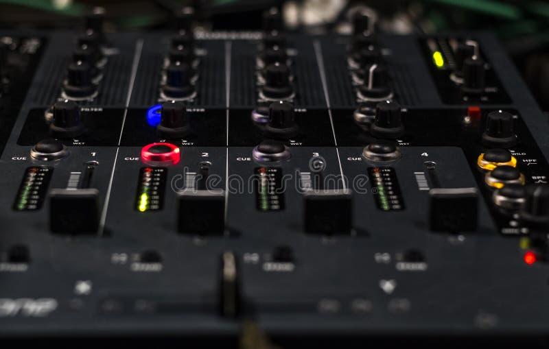 El panel del mezclador y regulador de los sonidos del cursor imagenes de archivo