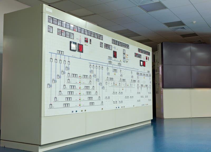 El panel en sala de mando de una central eléctrica de gas natural fotos de archivo libres de regalías
