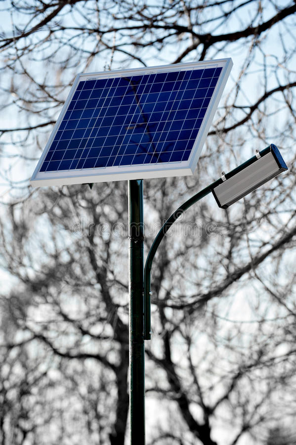 El panel fotovoltaico del relámpago público fotos de archivo libres de regalías