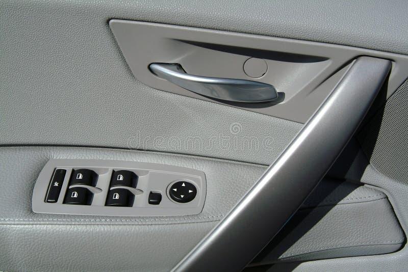 El panel interior de la puerta de coche imagenes de archivo