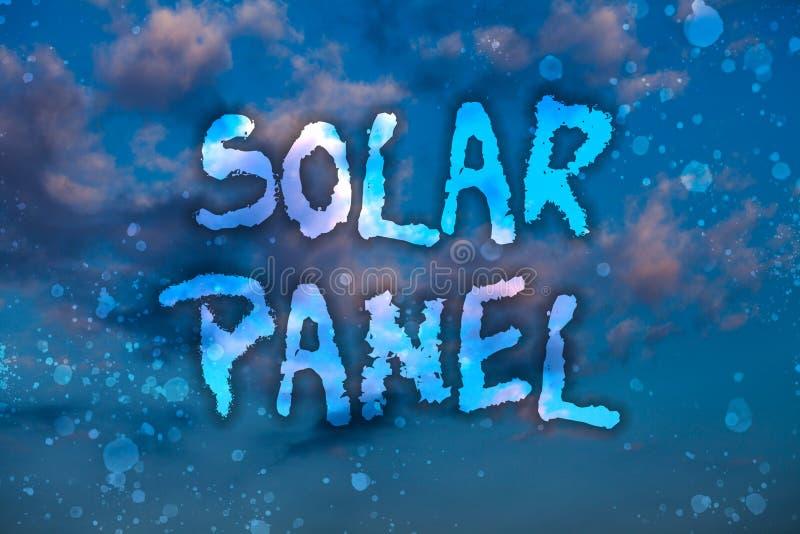 El panel solar del texto de la escritura de la palabra Concepto del negocio para que diseñado absorba fuente de los rayos de los  fotografía de archivo