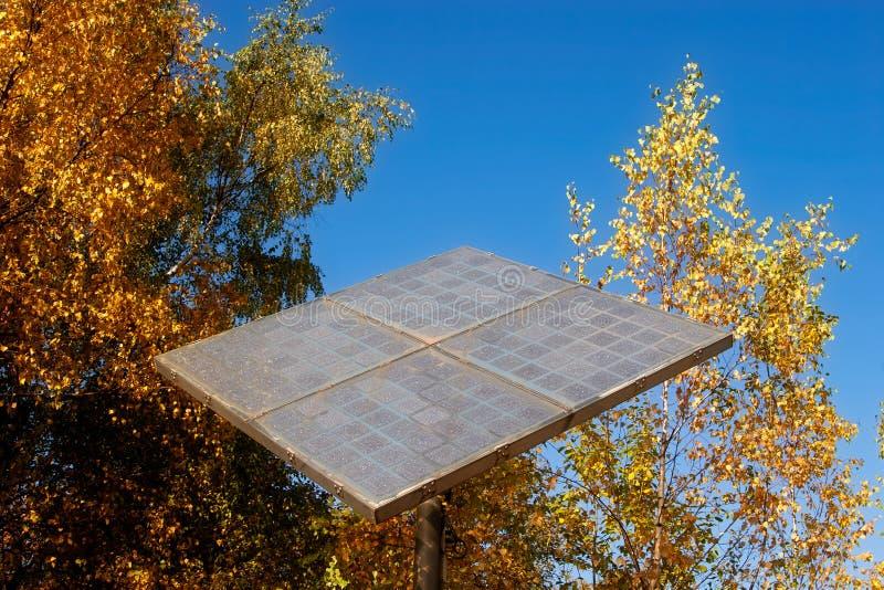 El panel solar en el bosque fotos de archivo libres de regalías