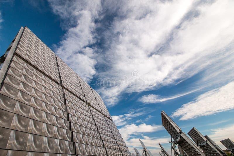el panel solar fotovoltaico que recolecta energía fotografía de archivo libre de regalías
