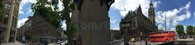 El panorama de Hamburgo Rathaus imagen de archivo