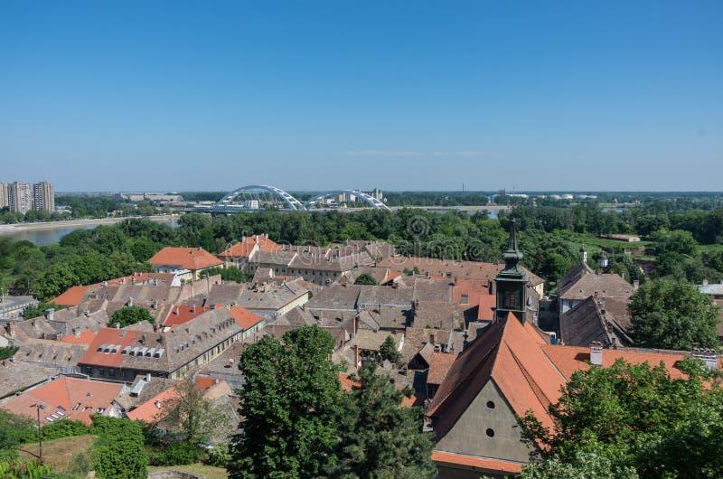 El panorama de Petrovaradin y de Novi Sad fotografió del Petr fotografía de archivo libre de regalías