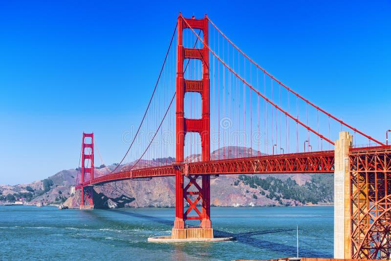 El panorama del puente de la puerta del oro y el otro lado de la bahía San Francisco fotografía de archivo libre de regalías