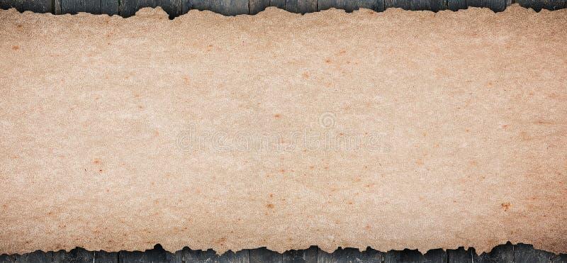 El papel en blanco rústico viejo puso el tablero de la mesa de madera fotografía de archivo