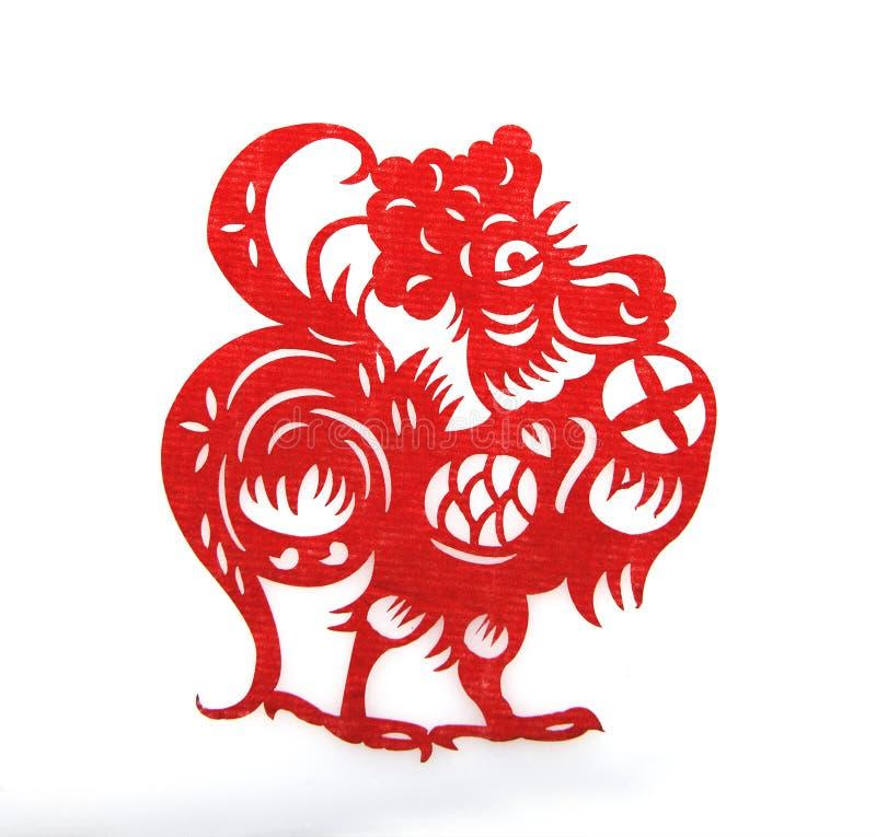 El papel rojo cortó símbolos de un zodiaco del gallo fotografía de archivo libre de regalías