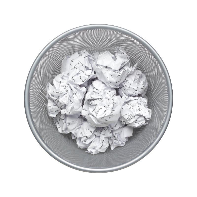 El papel usado de papel, arrugado, basura, desperdicios puede reciclar en el compartimiento de basura de la oficina, desperdicios imágenes de archivo libres de regalías