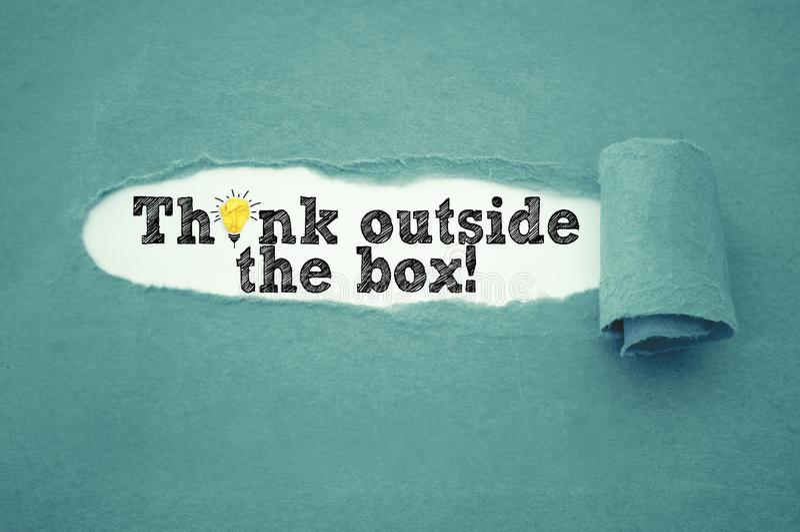 El papeleo con piensa fuera de la caja imágenes de archivo libres de regalías