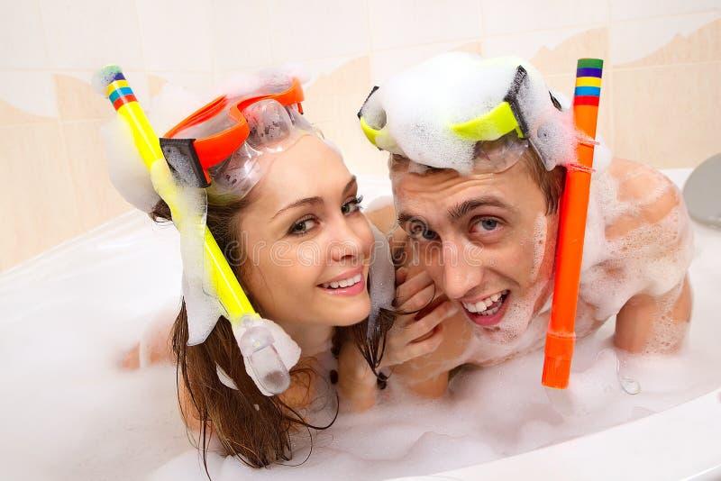 El par está disfrutando de un baño foto de archivo libre de regalías