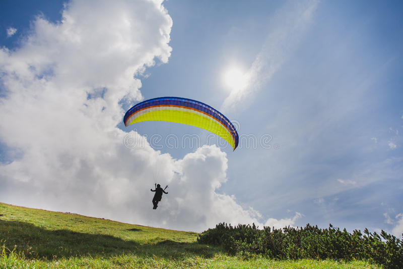 El paracaidista está sacando foto de archivo libre de regalías