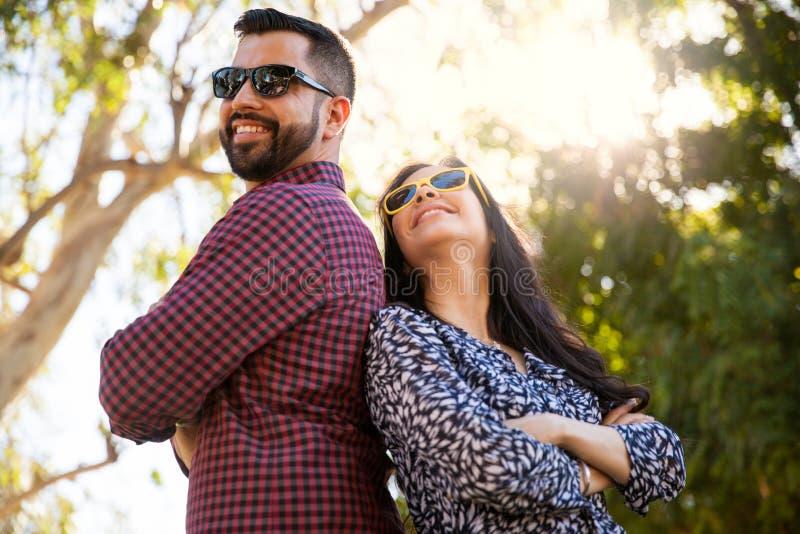 El parecer fresco con las gafas de sol foto de archivo libre de regalías