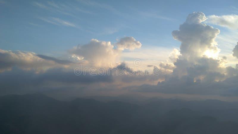 El parecer natural de la creación de las nubes dynasore fotos de archivo