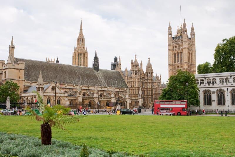 El parlamento ajusta. Londres, Inglaterra foto de archivo libre de regalías