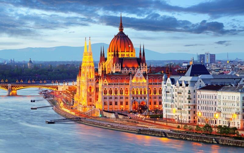 El parlamento de Budapest, Hungría en la noche imágenes de archivo libres de regalías
