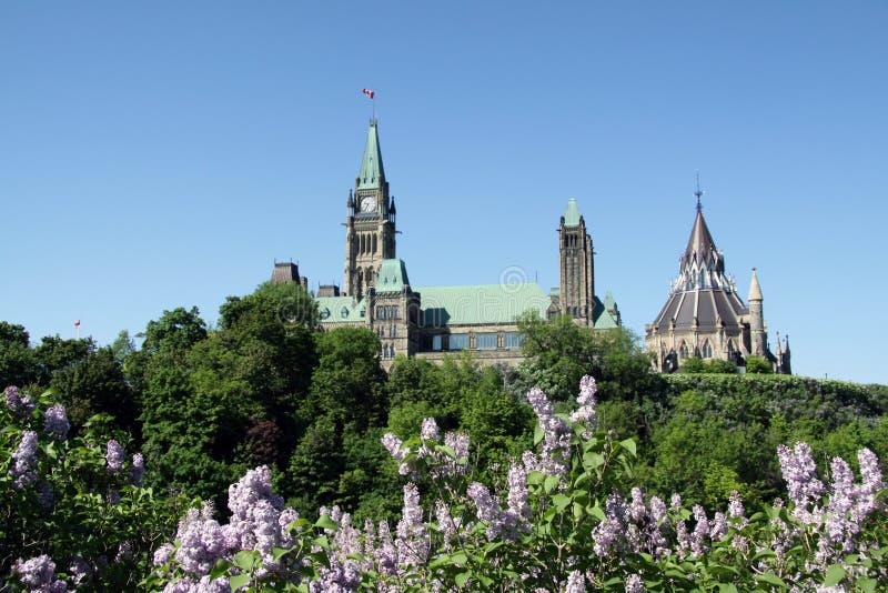 El parlamento de Canadá en el resorte fotos de archivo