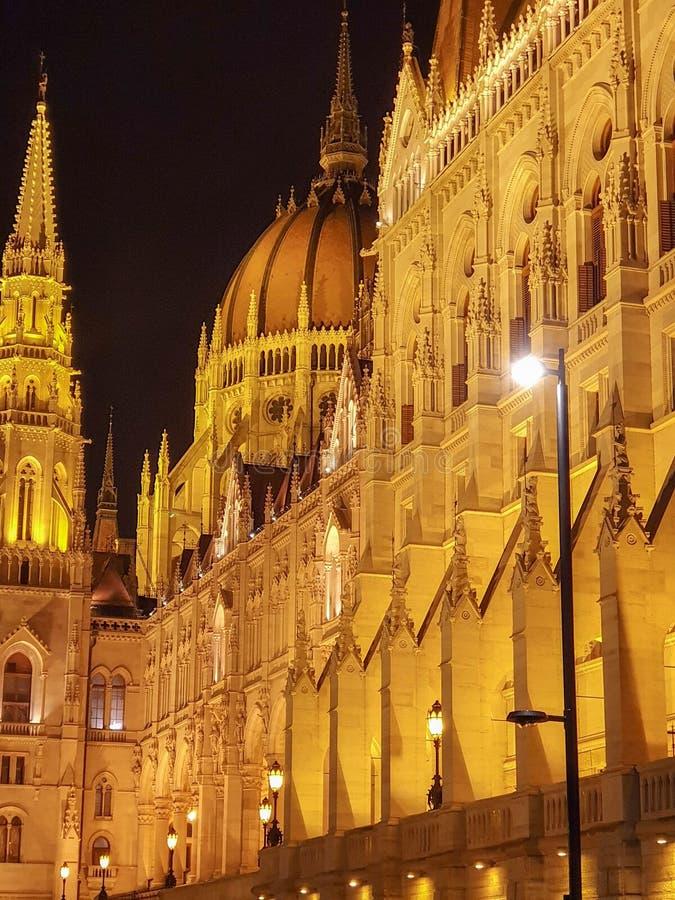 El parlamento húngaro, Budapest en la noche imágenes de archivo libres de regalías