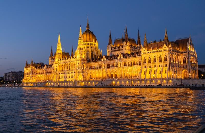 El parlamento húngaro, Budapest en la noche fotografía de archivo
