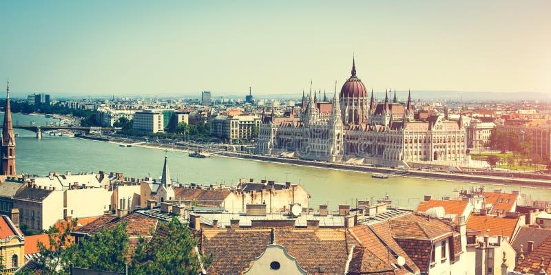 El parlamento húngaro ve del bastión de los pescadores imagen de archivo libre de regalías