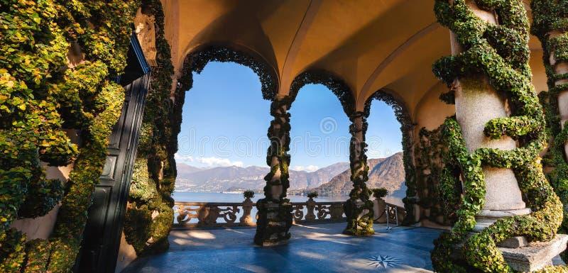 El parque de chalet Balbianello en Lenno, lago Como, Italia foto de archivo