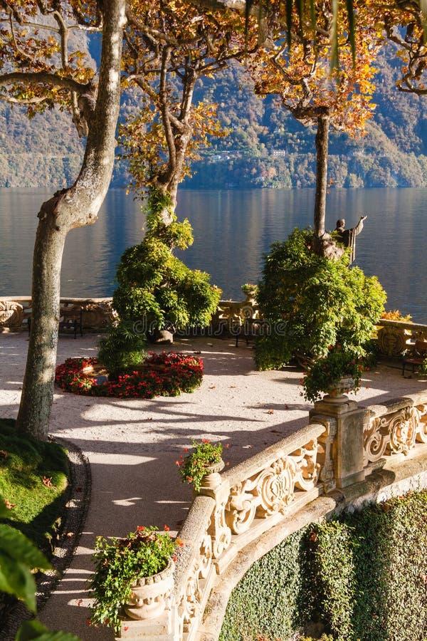 El parque de chalet Balbianello en Lenno, lago Como, Italia fotografía de archivo