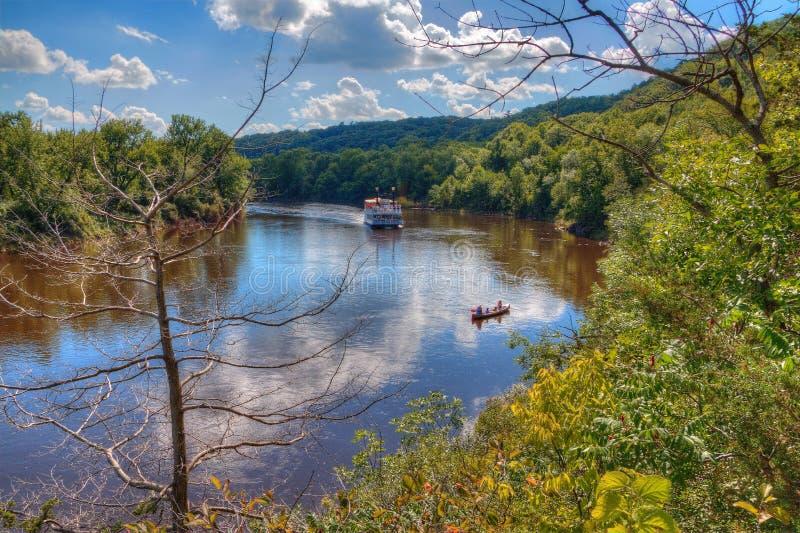 El parque de estado de un estado a otro es situado en el St Croix River por Taylo fotos de archivo