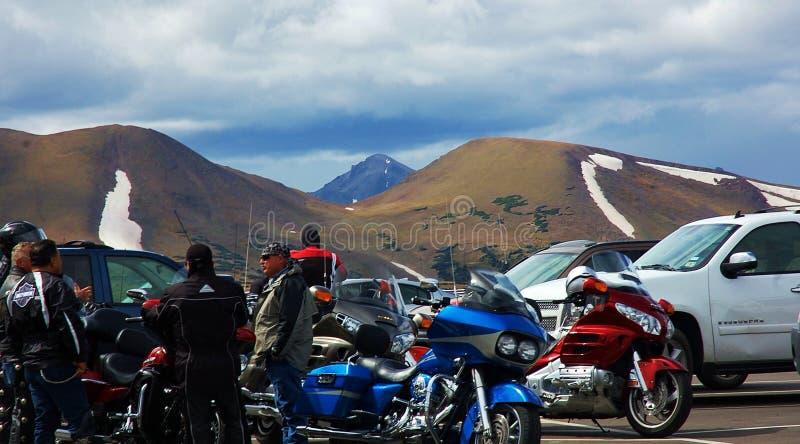 El parquear de los visitantes de los E.E.U.U. del estado de Colorado de la montaña rocosa foto de archivo libre de regalías