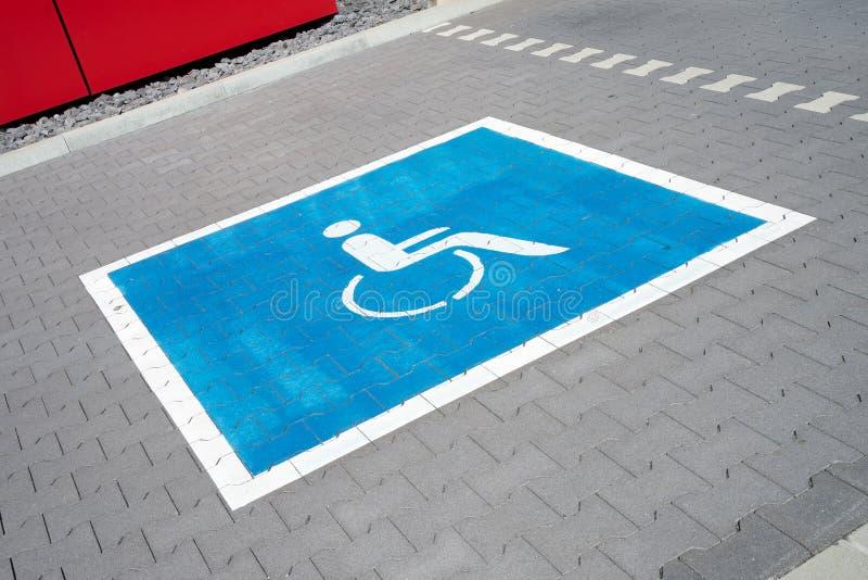 El parquear para los conductores discapacitados imágenes de archivo libres de regalías
