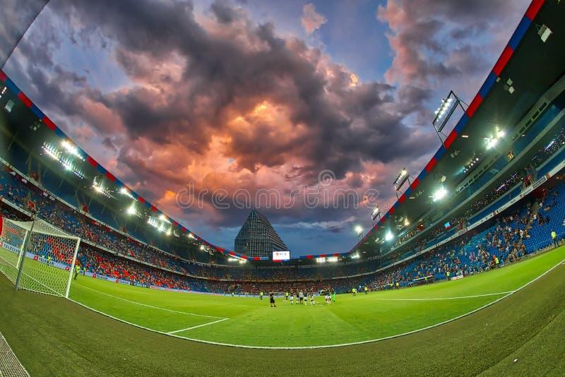 El partido de liga de los campeones de UEFA entre el PAOK contra Basilea jugó en el St fotografía de archivo libre de regalías