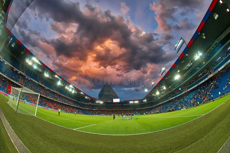 El partido de liga de los campeones de UEFA entre el PAOK contra Basilea jugó en el St fotos de archivo libres de regalías