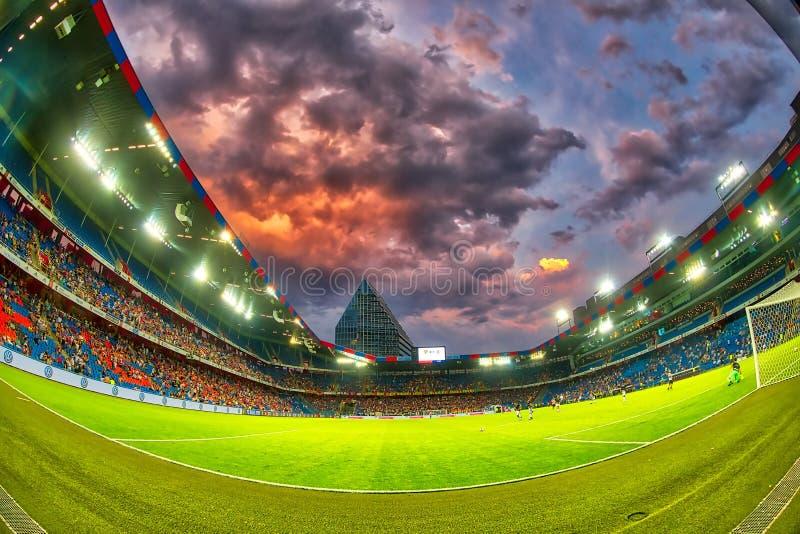 El partido de liga de los campeones de UEFA entre el PAOK contra Basilea jugó en el St fotos de archivo
