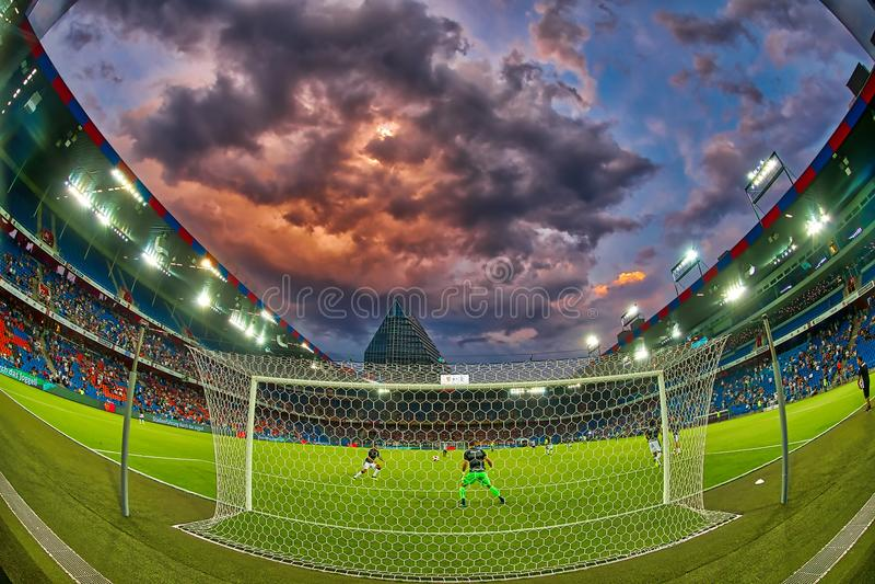 El partido de liga de los campeones de UEFA entre el PAOK contra Basilea jugó en el St imágenes de archivo libres de regalías